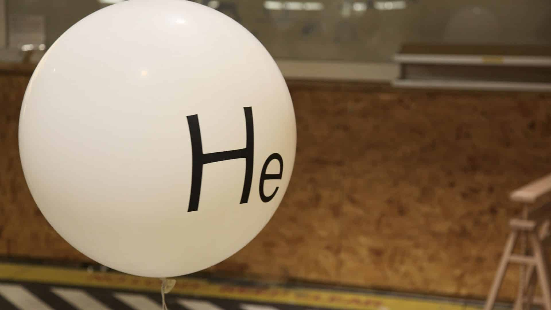 Conheça mais sobre o gás que afina a voz, o gás hélio