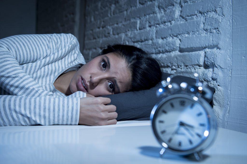 Não consigo dormir: é insônia ou ansiedade? O que fazer?