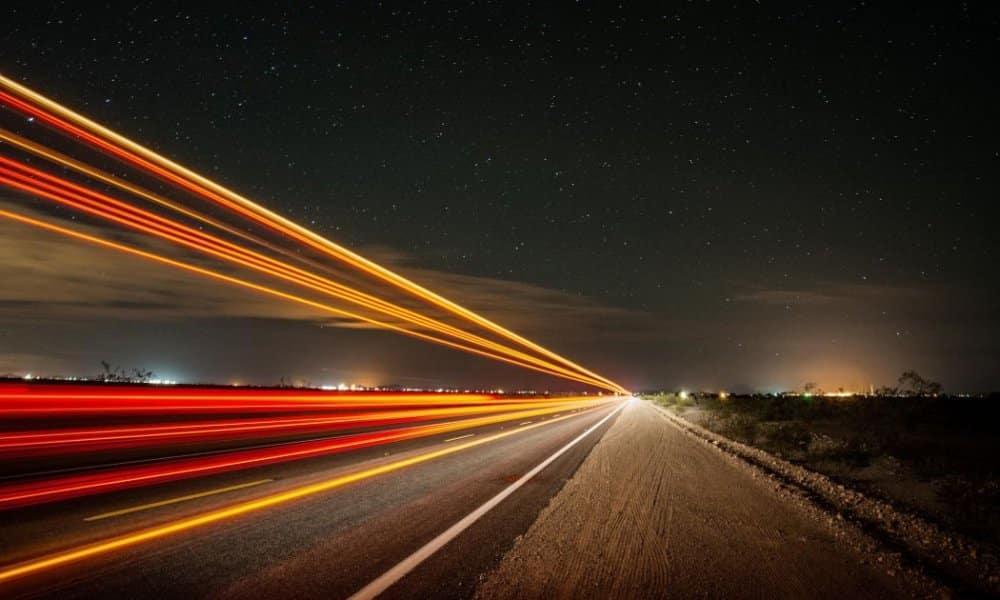 Velocidade da luz, qual sua medida? É possível viajar na sua velocidade?