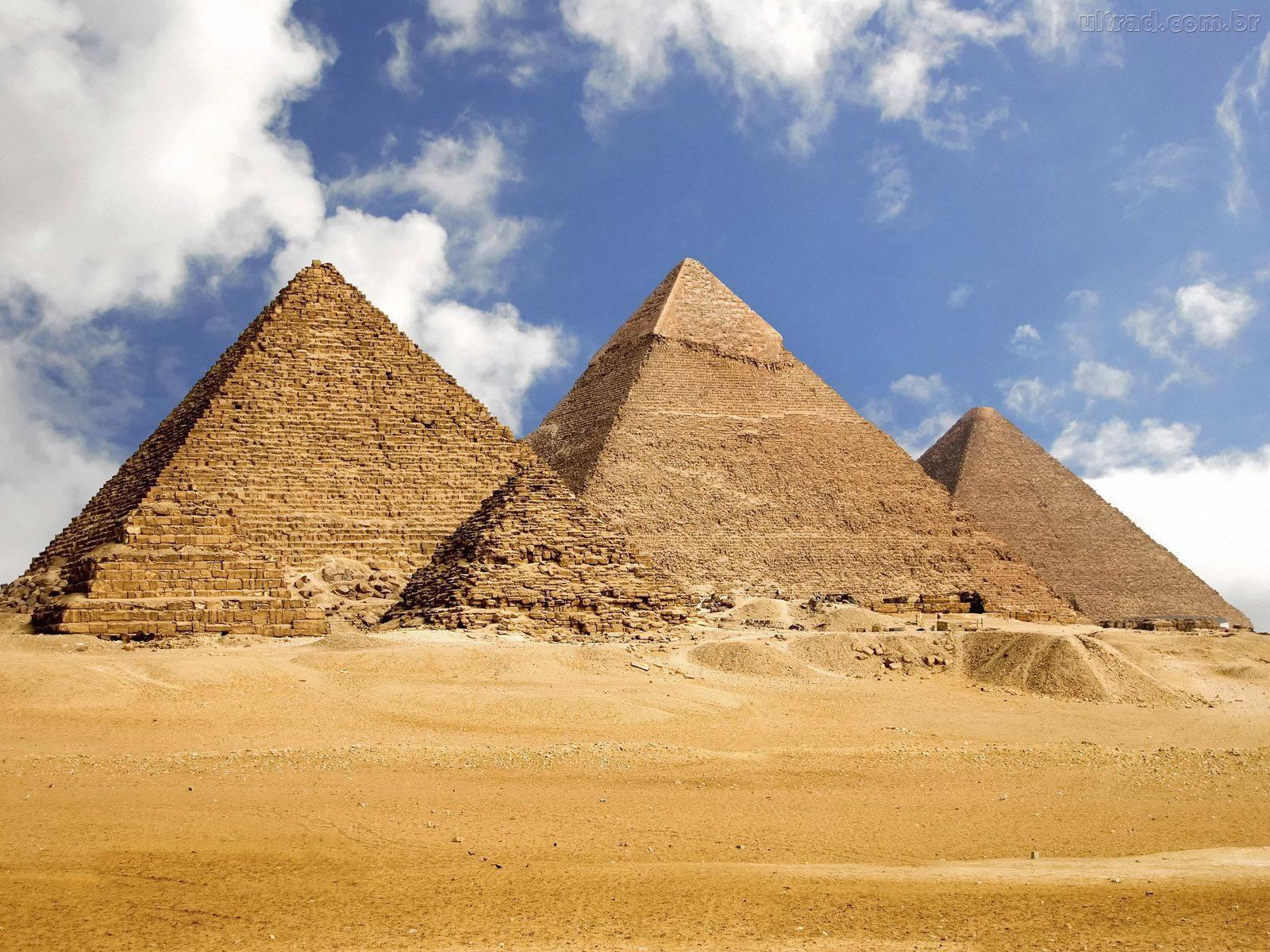 Você já parou para pensar em como foram erguidas as pirâmides do Egito?