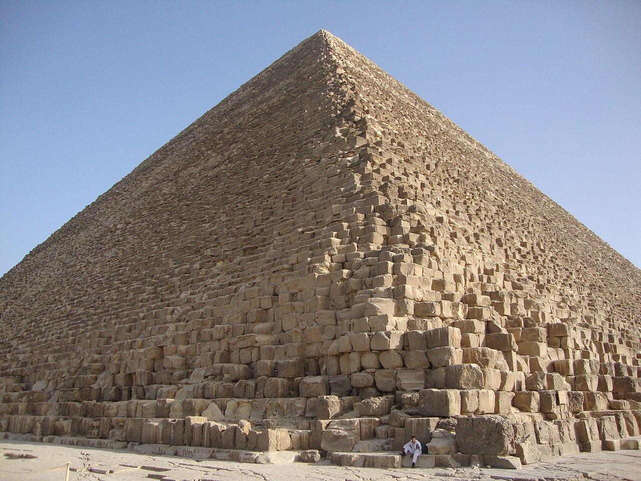 Pirâmides do Egito, o que são e como foram erguidas?