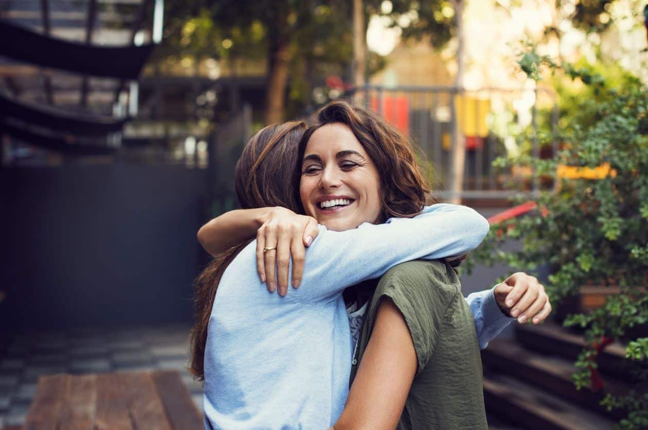 Você sabia que o abraço faz bem a saúde?