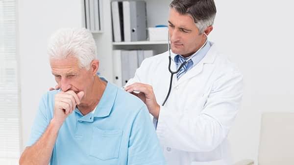 Entenda o que causa a tosse seca e como tratá-la
