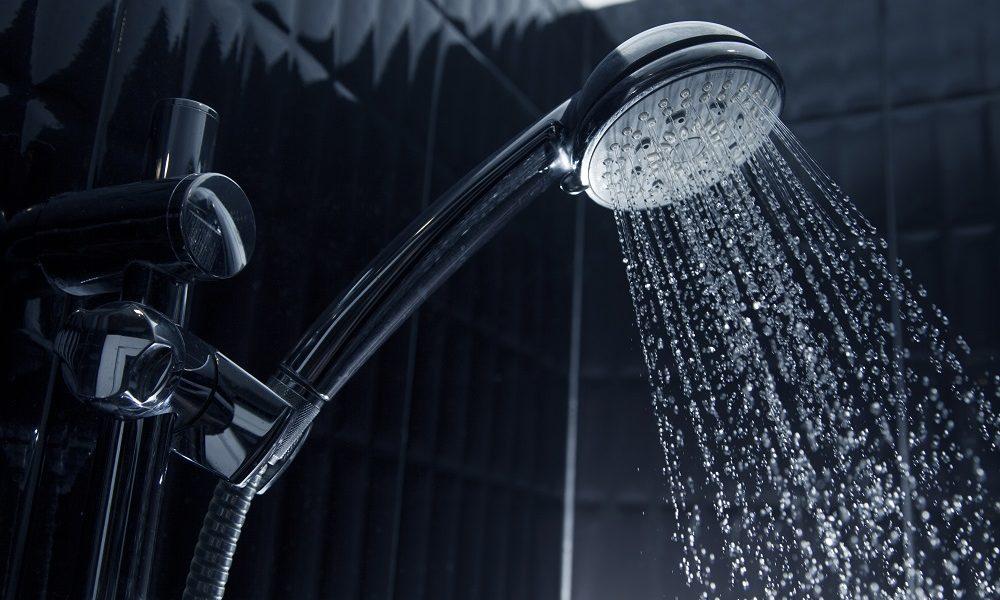 Por que precisamos tomar banho? Com que frequência?