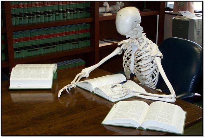 Qual o significado da famosa expressão ossos do ofício