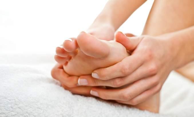 Saiba como evitar o pé de atleta, também conhecido como frieira