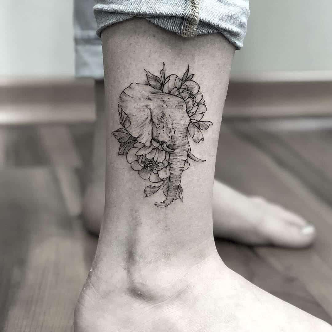 Mestres em tatuar - 27 tatuadores de flores em blackwork e fineline