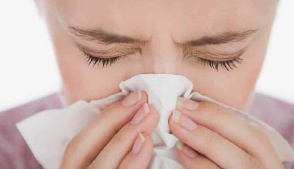 Rinite tem cura? O que causa, principais sintomas, tipos e tratamentos