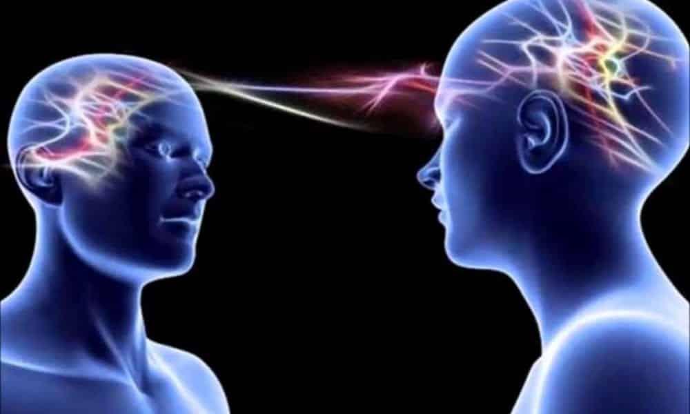 Telepatia, o que é? Realmente existe o fenômeno de mensagens mentais?