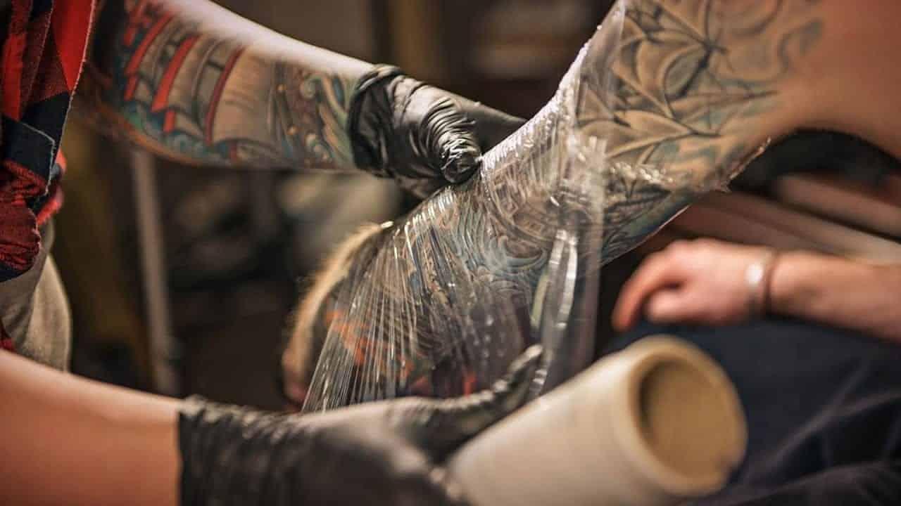 Cuidados com a tatuagem - dicas, ricos, mitos e verdades