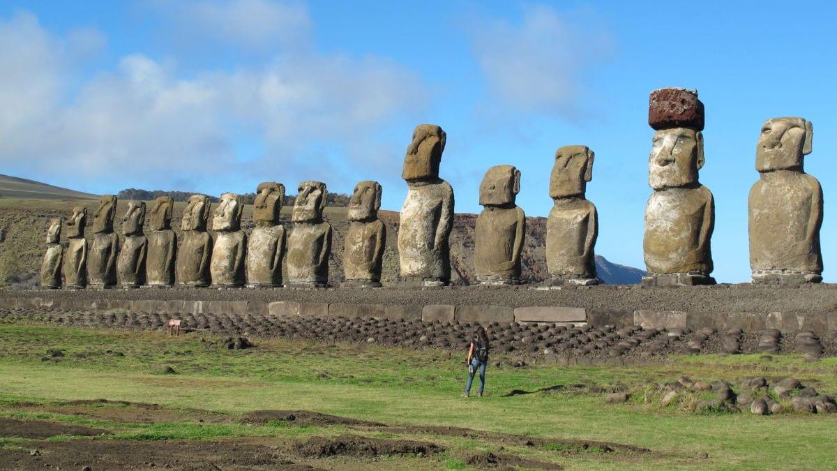 Moais, o que são? História e teorias sobre a origem das estátuas gigantes