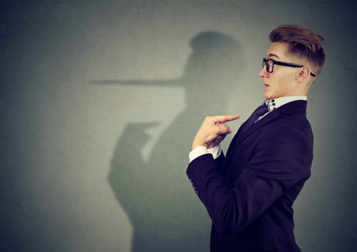 Pessoa falsa - Saiba o que é e como lidar com esse tipo de pessoa