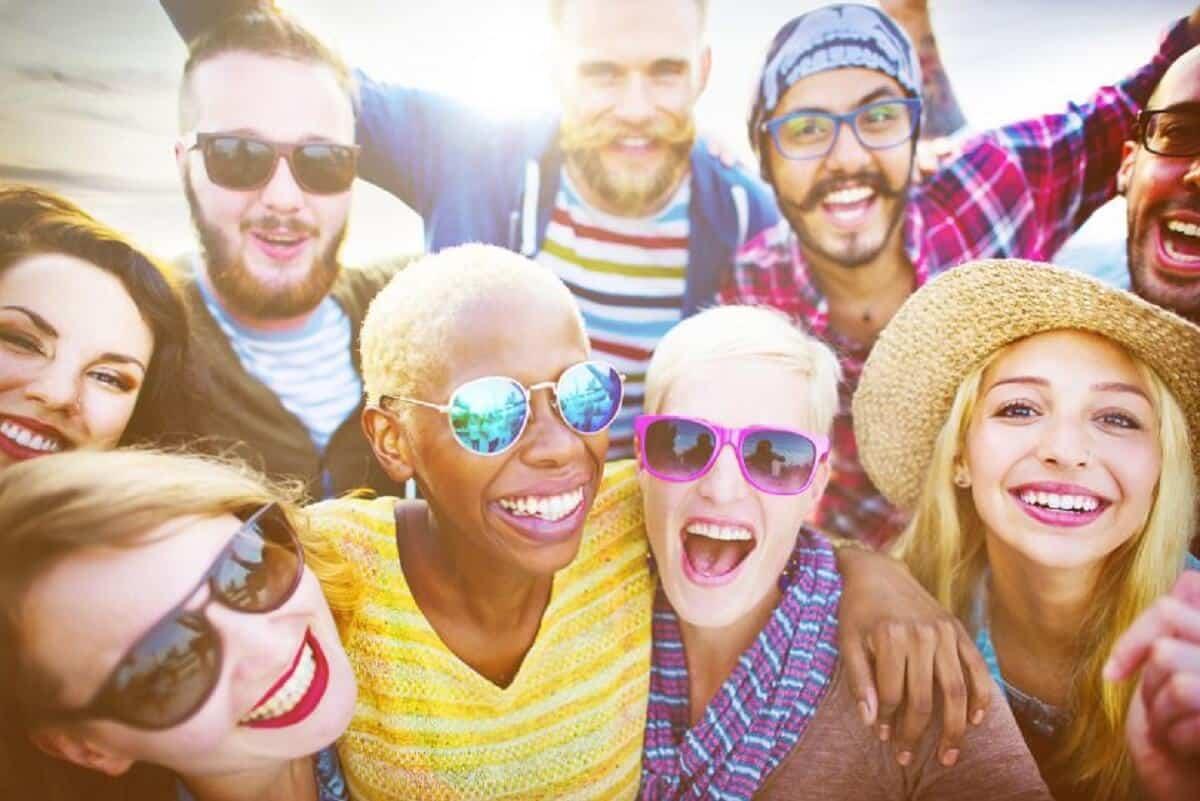 Pessoas felizes - 13 atitudes que as diferem das pessoas tristes