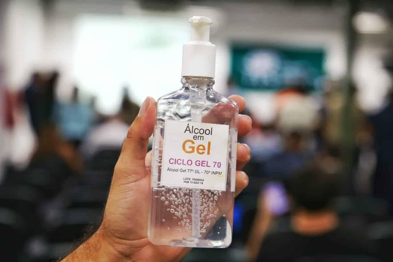 Álcool em gel e sua eficácia na hora de desinfetar superfícies