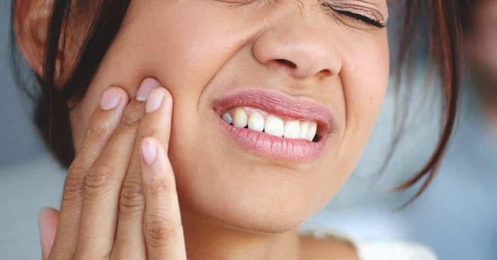 Dor de dente – Causas, o que fazer e remédios caseiros