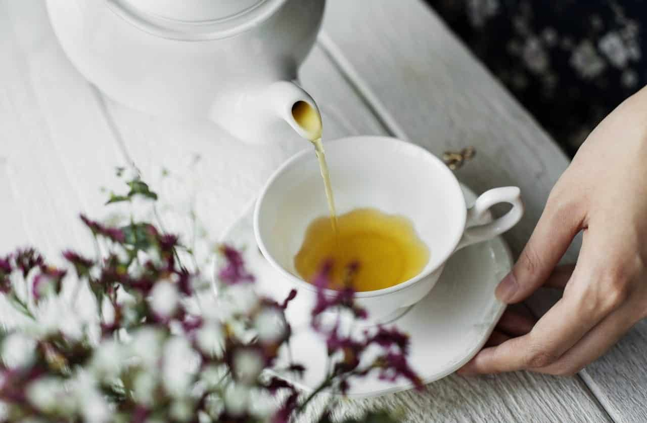 Remédios caseiros para dor de barriga - O que tomar para sarar rápido?