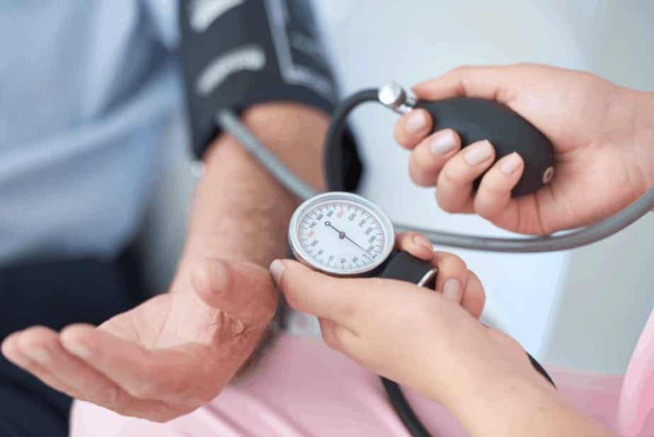 Dor na nuca - doenças relacionadas e como identificar situações graves