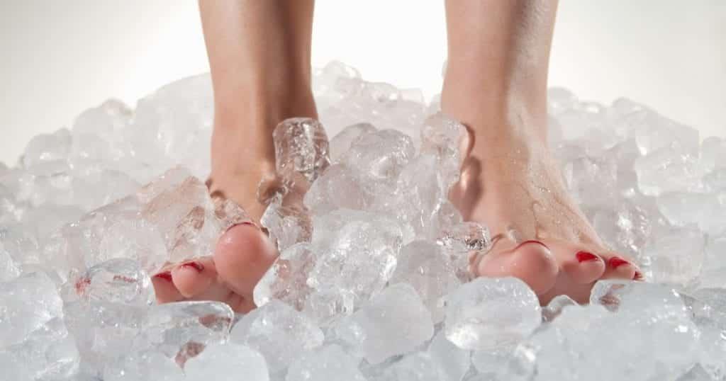 Pé frio pode ser coisa séria? Possíveis causas, sintomas e tratamentos