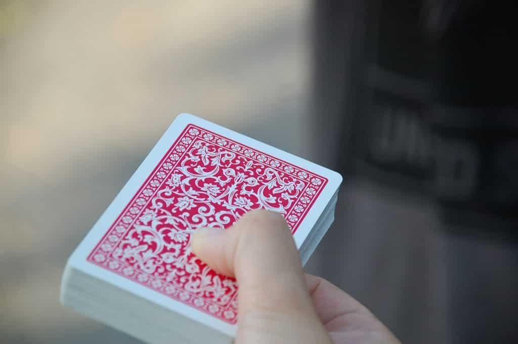 Mágicas com baralho – 13 truques para você impressionar os amigos