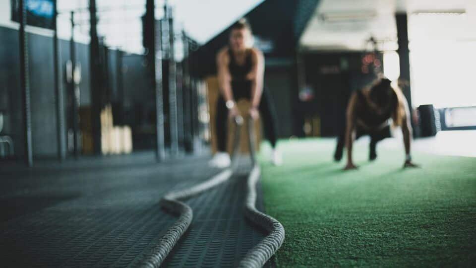 CrossFit, o que é? Origem, principais benefícios e riscos