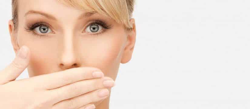 Bolinhas brancas na garganta - o que são, como surgem e como tratar