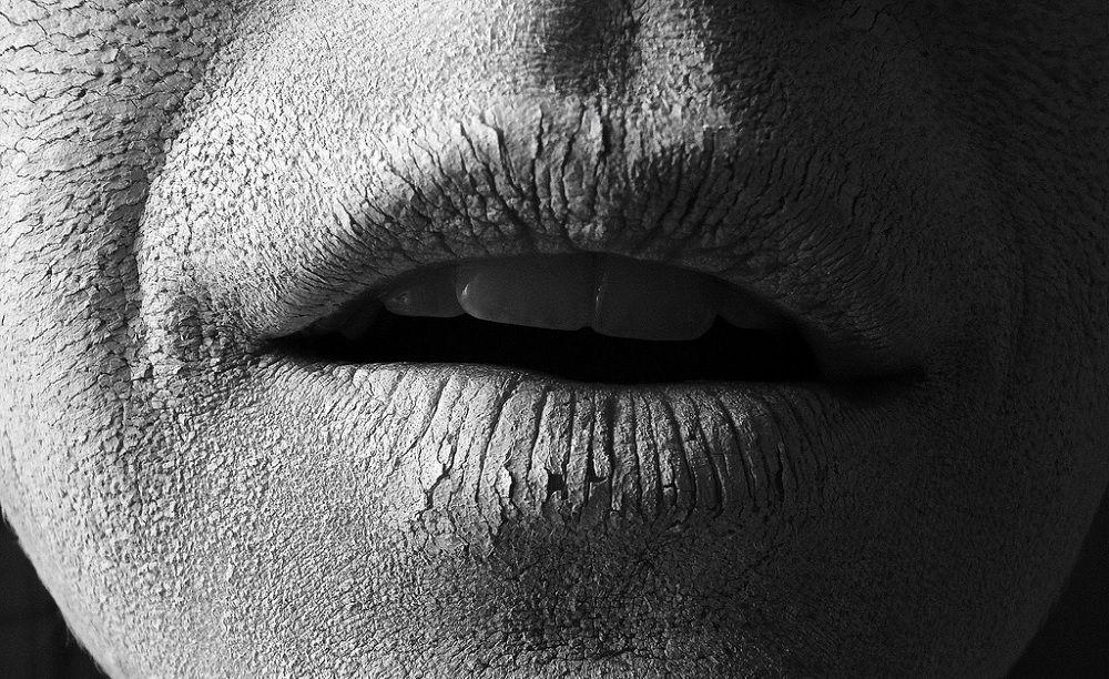 Coceira na garganta, o que fazer? Possíveis causas do problema