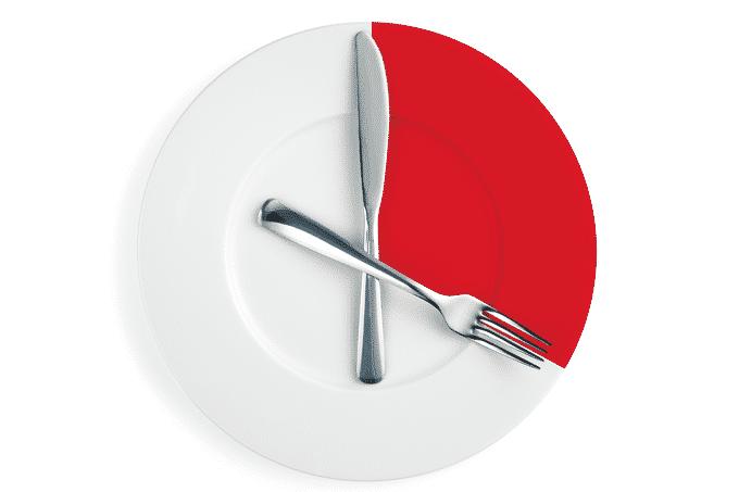 Comer rápido faz mal? Consequências do hábito para a saúde