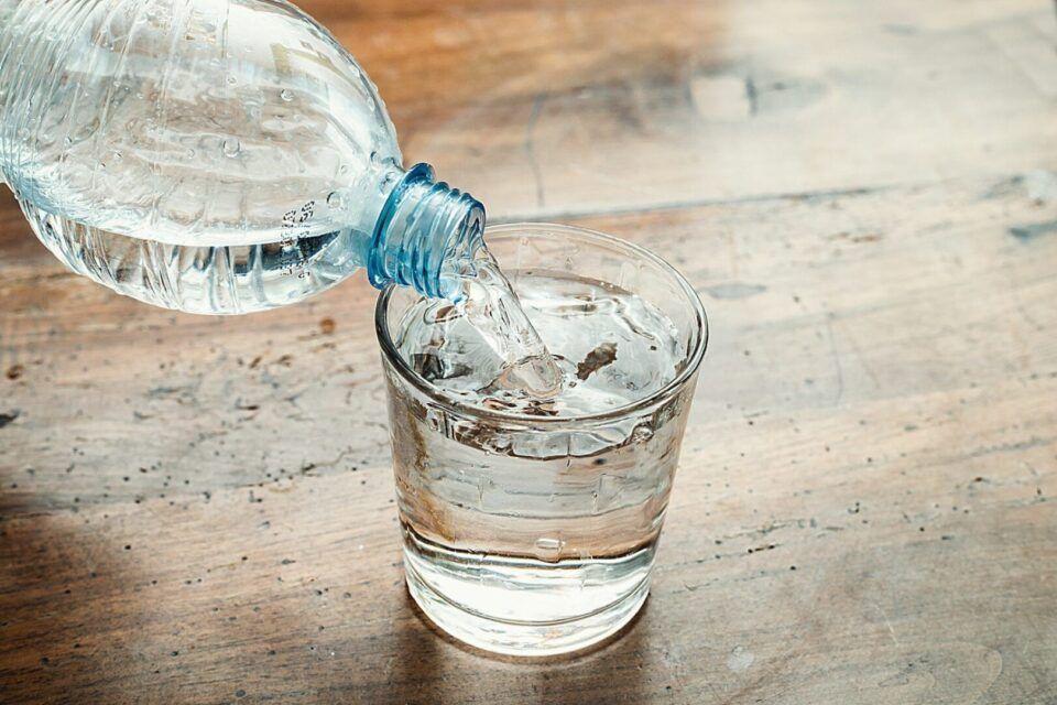 Beber muita água – Benefícios e o que o excesso traz de prejuízo à saúde