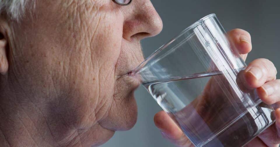 Dificuldade de engolir – Causas, sintomas e tratamentos
