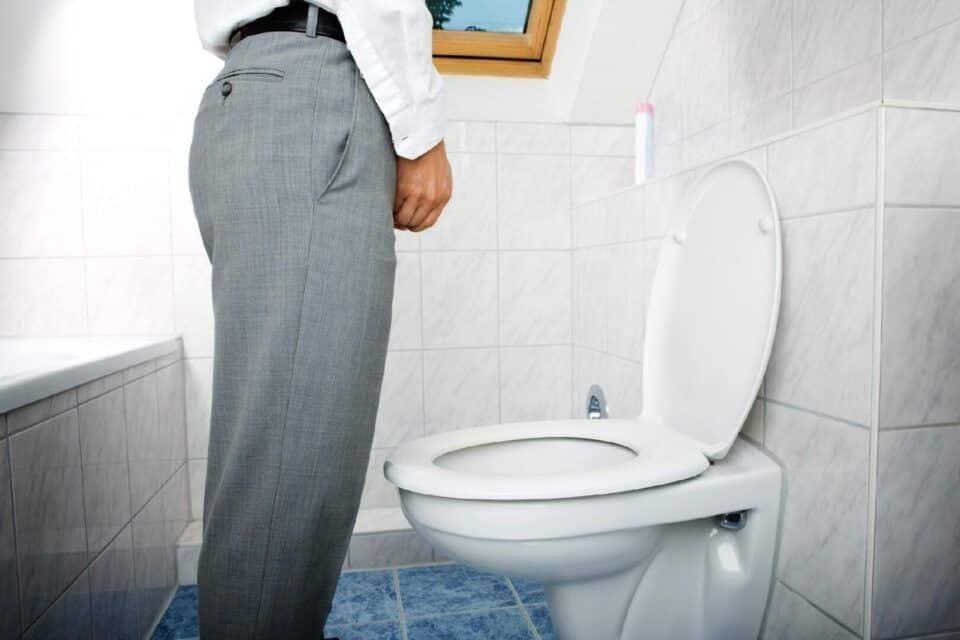 Xixi em pé – A técnica faz bem ou afeta a saúde masculina?