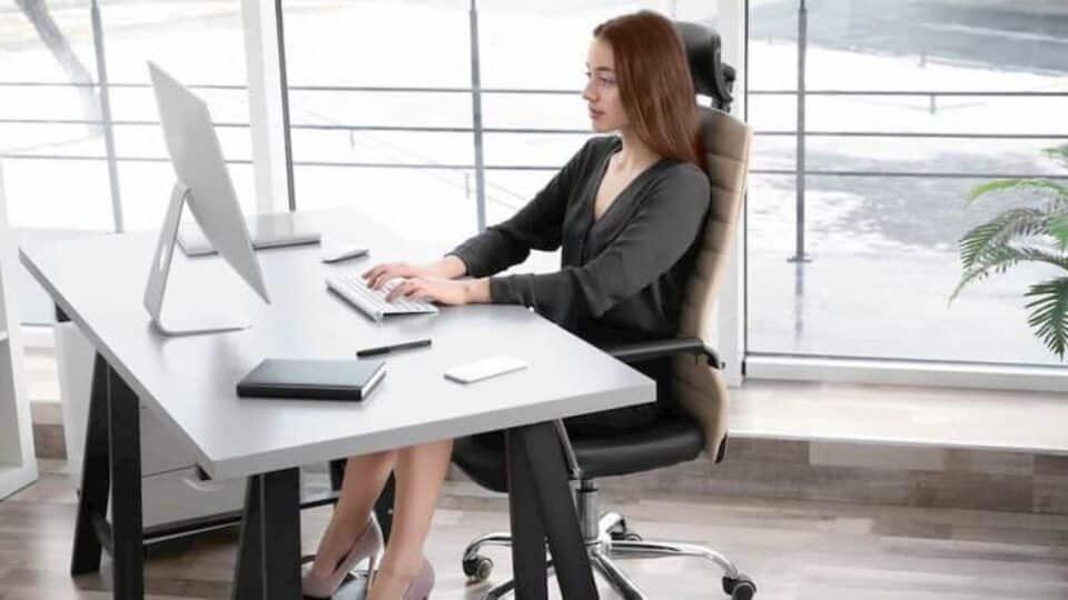 Postura correta, como alcançar? Importância e consequências da má postura