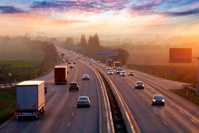 Mão inglesa: origem e países que utilizam a via esquerda no trânsito