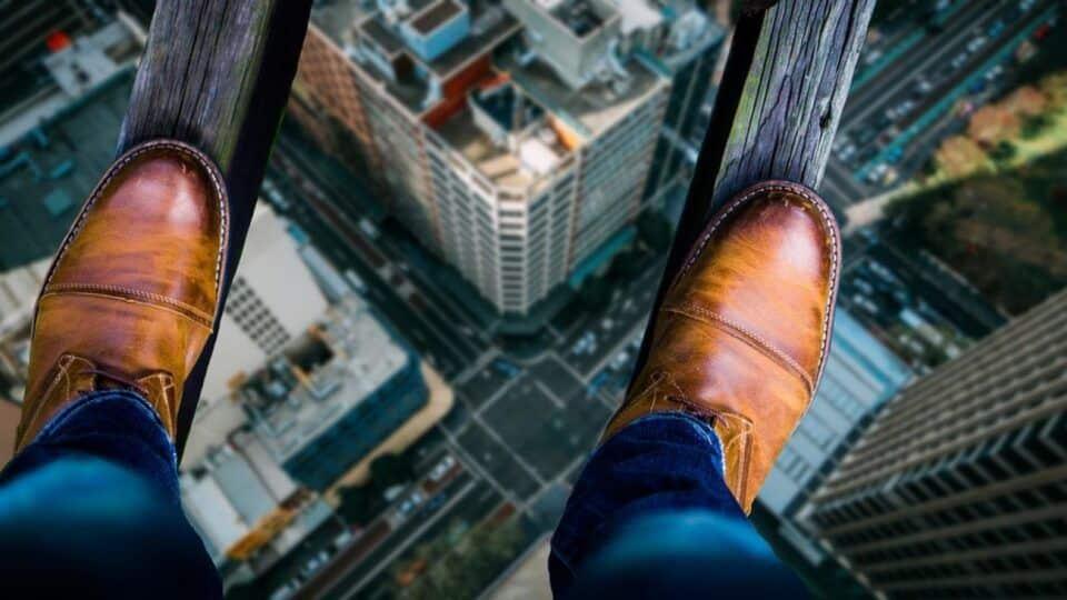Como identificar medo de altura? Saiba o que causa e como tratar a fobia