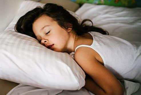 Melhor posição para dormir - como deitar corretamente para um bom sono
