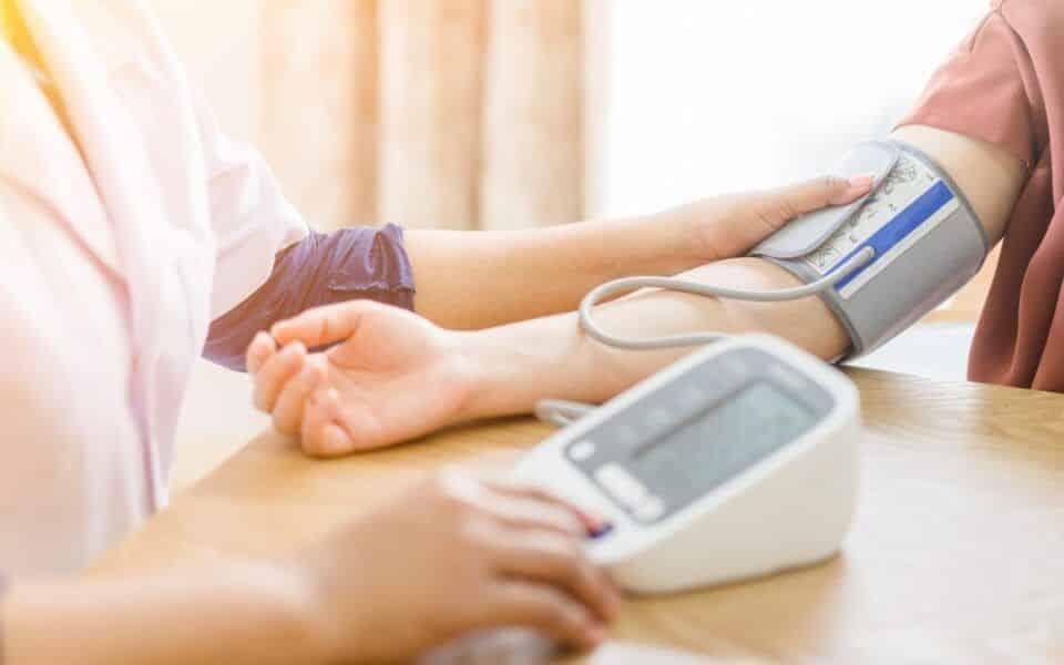 Sintomas de pressão alta – Quando se torna perigoso e como evitar