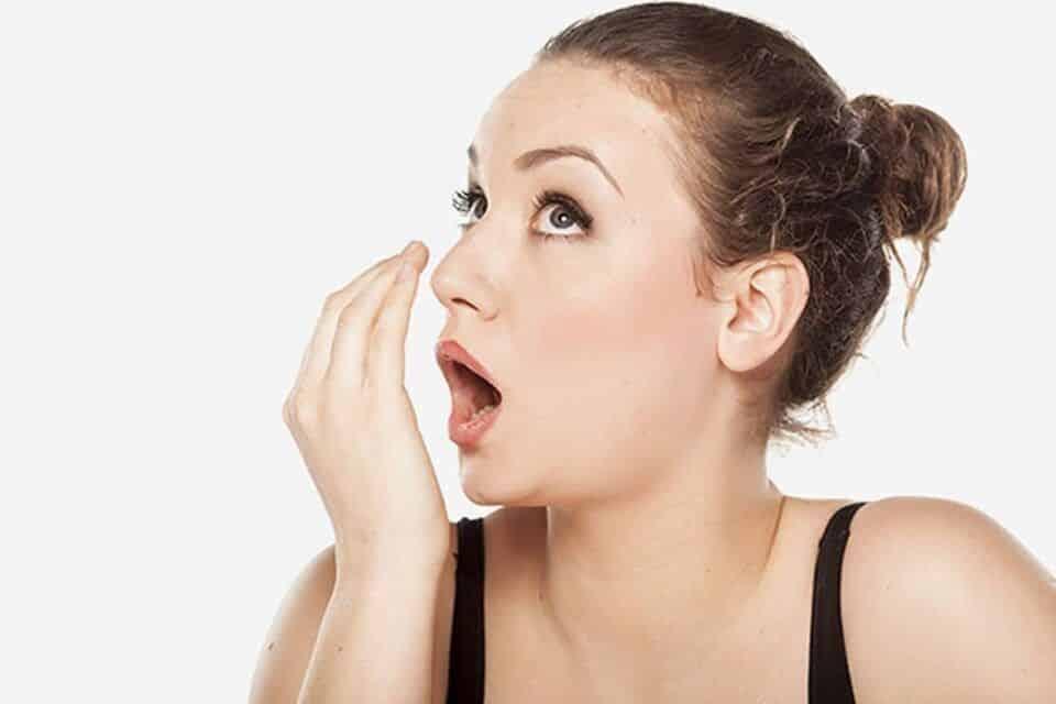 Mau hálito, o que pode causar? Como evitar e tratamento