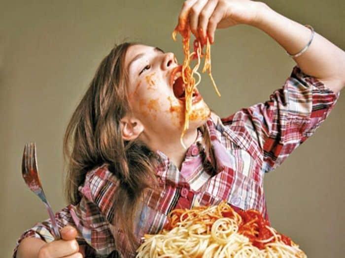 Comer muito: conheça os principais riscos para a saúde