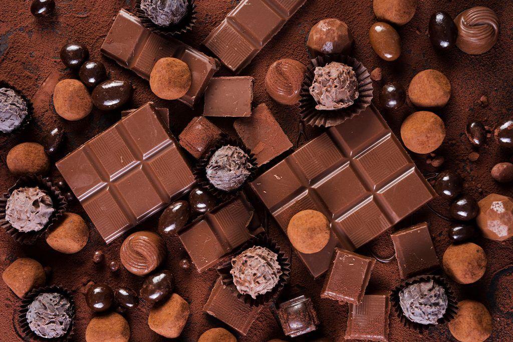 Trufas, barras e balas de chocolate