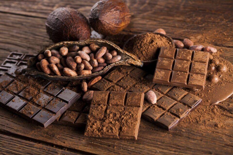 Como é feito o chocolate? Origem, fabricação e benefícios