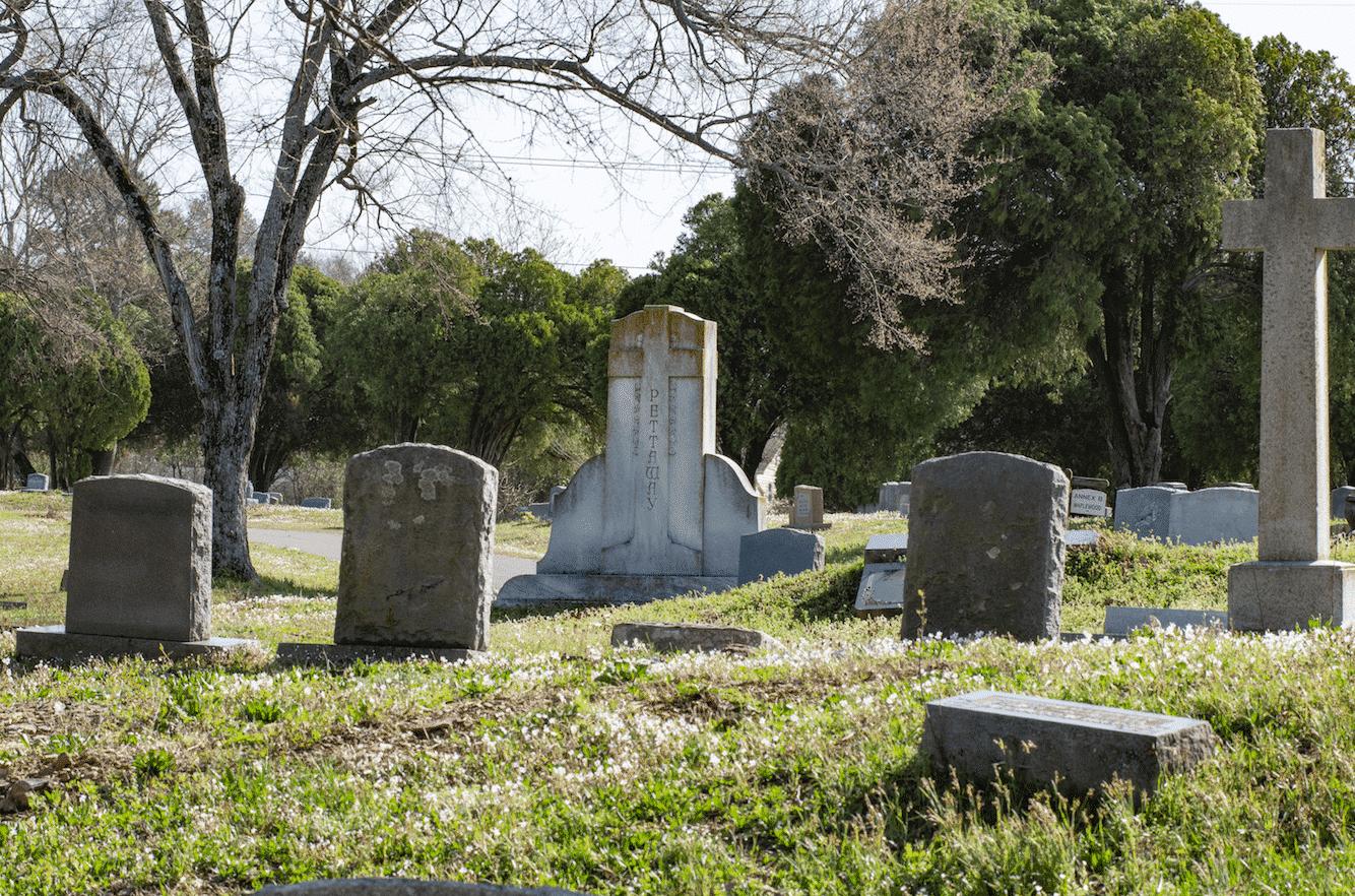 Frases para lápides - mensagens para escrever em túmulos após a morte