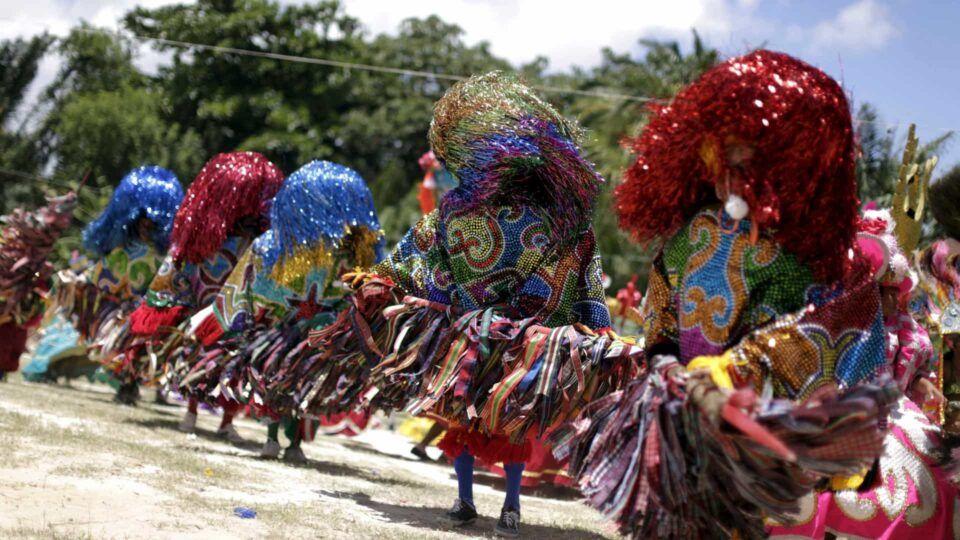 O que é maracatu? Origem e história da dança tradicional brasileira