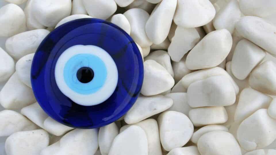 Olho grego – Origem do amuleto que afasta o mau olhado