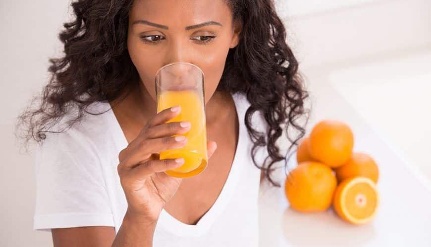 Suco de caixinha - principais riscos para saúde e diferenças para natural