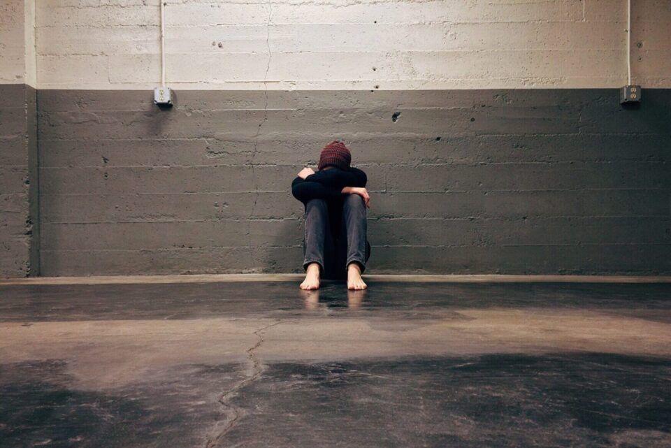 Autofobia, o que é? Origem, sintomas e tratamento do medo da solidão