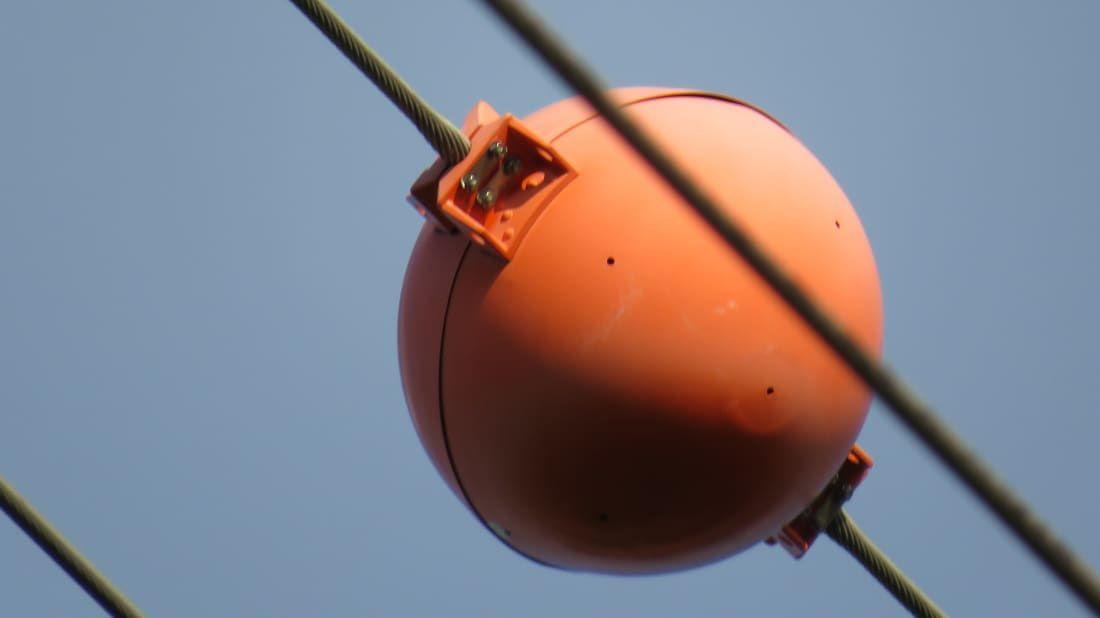 Bolas laranjas nos fios - o que significam e para que servem