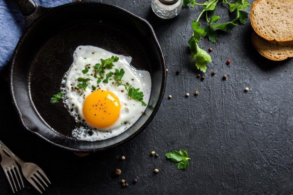 Comer ovo todo dia – Benefícios e malefícios do ingrediente na dieta