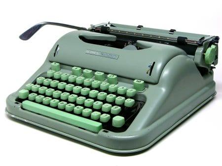 Máquina de escrever - história e modelos desse instrumento mecânico