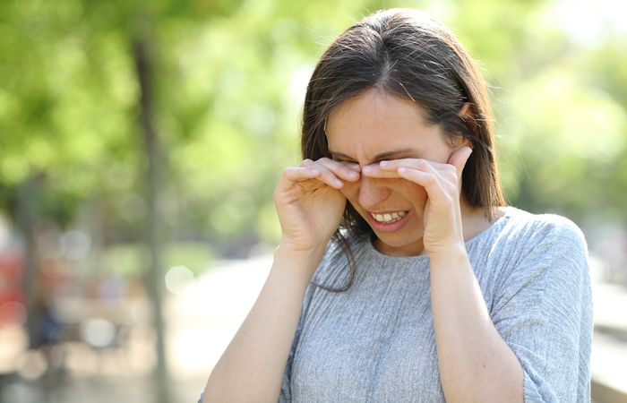 Coceira no olho - conheça as principais causas desse incômodo