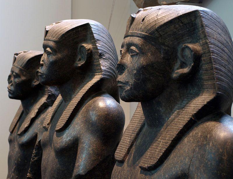 Estátuas do Egito - por que elas têm os narizes quebrados?