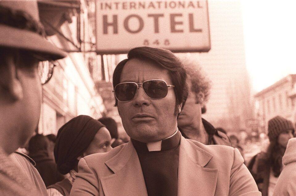 Jim Jones, o líder da seita que fez o maior suicídio em massa do mundo
